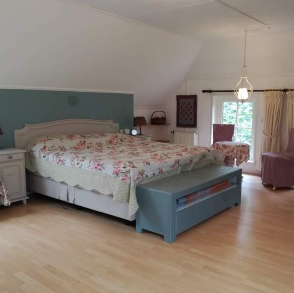 slaapkamer lits jumeauxbij bed en breakfast vakantiehuisje molenbergh in zuidwest drenthe