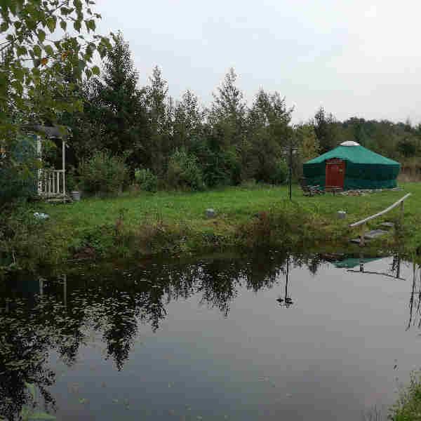 yurt en sauna met meertje bij bed en breakfast vakantiehuisje molenbergh in zuid west drenthe