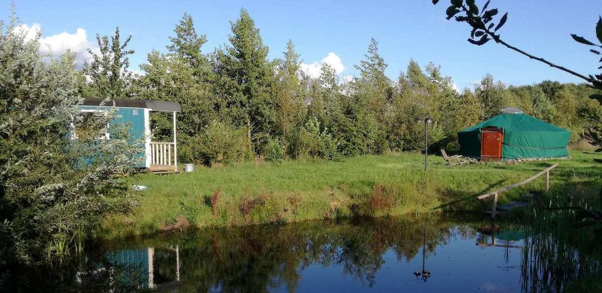 yurt en sauna aan meertje bij bed en breakfast vakantiehuisje molenbergh in zuidwest drenthe