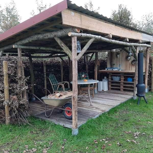 buitenkeuken bij yurt bed en breakfast vakantiehuisje molenbergh in zuidwest drenthe