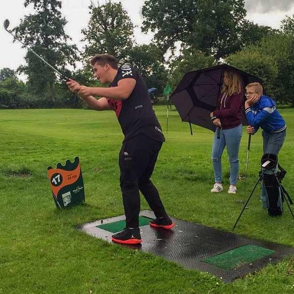 Pitch and Putt golfen 1 km vanaf vakantiehuisje Molenbergh in Zuid West Drenthe
